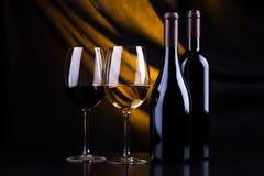 Bouteilles et glaces de vin Photo libre de droits