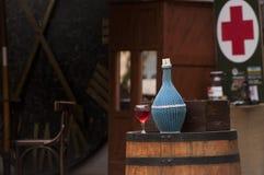 Bouteilles et glaces de vin Images libres de droits