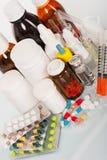 Bouteilles et tablettes médicales Photographie stock libre de droits