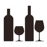 Bouteilles et verres d'alcool illustration stock