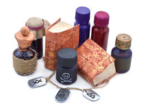 Bouteilles magiques avec des runes Image libre de droits