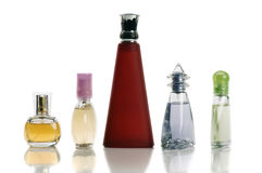 Bouteilles multicolores avec la parfumerie Photos stock