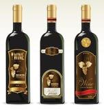 Bouteilles noires pour le vin avec des labels d'or et de brun Photographie stock libre de droits