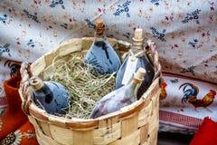 Bouteilles poussiéreuses de vin fait maison Photos stock