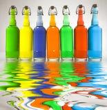 Bouteilles remplies par couleur images libres de droits