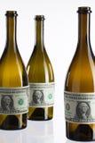 Bouteilles vides de vin du label du billet d'un dollar Images libres de droits