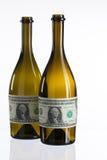 Bouteilles vides de vin du label du billet d'un dollar Photographie stock