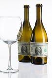 Bouteilles vides de vin du label du billet d'un dollar Photo stock