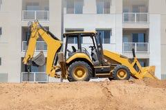 Bouteur sur le chantier de nouvelle construction photo stock