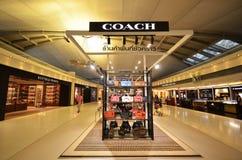 Boutiqie d'ENTRAÎNEUR à l'aéroport de Suvarnabhumi Images libres de droits