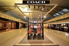 Boutiqie d'ENTRAÎNEUR à l'aéroport de Suvarnabhumi Images stock
