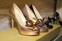 Boutique à moda das sapatas das mulheres Imagens de Stock Royalty Free