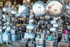 Boutique complètement des ustensiles de cuisine en Java Indonesia Photos libres de droits