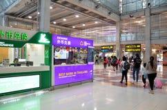 Boutique d'échange d'argent à l'intérieur d'aéroport de Suvarnabhumi, Thaïlande Photos stock