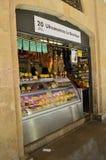 Boutique d'épicerie fine au marché de Cadix photographie stock libre de droits