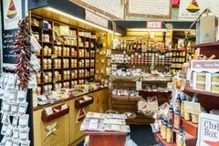 Boutique de boîte à piments au marché de ville Photo stock