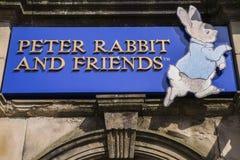Boutique de cadeaux de Peter Rabbit et d'amis dans Bowness image libre de droits