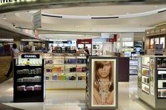 Boutique de clients dans l'aéroport de Changi, Singapour Images libres de droits