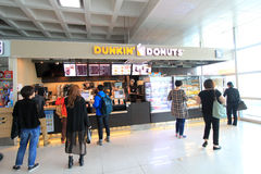 Boutique de dounts de Dunkin dans l'aéroport international de Jeju Photo stock