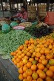 Boutique de fruits et légumes sur le marché de Myanmar Images stock