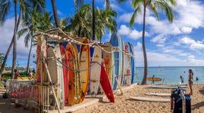 Boutique de location de ressac sur la plage de Waikiki Image libre de droits