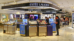 Boutique de los cosméticos del lauder de Estee, Hong-Kong Fotos de archivo