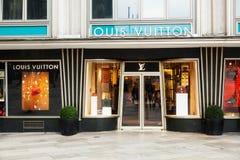 Boutique de Louis Vuitton à Cologne Photographie stock