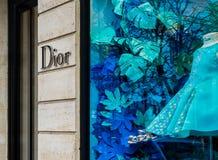 Boutique de luxe de mode de Dior dans des Frances de Paris photos libres de droits