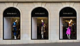 Boutique de luxe de mode de Nina Ricci dans des Frances de Paris image libre de droits