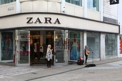 Boutique de mode de Zara Images stock