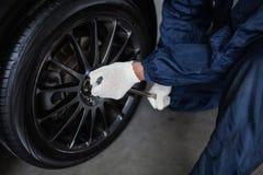 Boutique de montage de pneu photographie stock