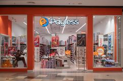 Boutique de Payless chez Westgate central Bangkok, Thaïlande, le 10 mai 2018 photo libre de droits