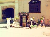 Boutique de regard agréable dans la vieille ville de la ville de Vilnius Photographie stock