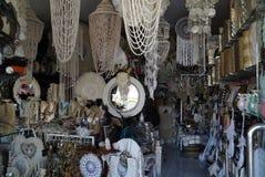 Boutique de rue avec des dreamcatchers et des amulettes Photo stock