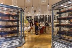 Boutique de Siena Chocolate, étalage avec du chocolat liquide, Italie Photographie stock