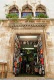 Boutique de souvenirs chez Porec sur la Croatie Photo libre de droits