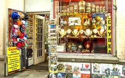 Boutique de souvenirs dans le vieil Arbat dans des achats de Moscou Image stock