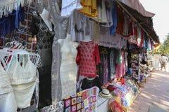 Boutique de souvenirs de femmes chez Ubud, Bali Images libres de droits