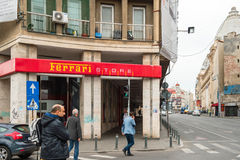 Boutique de souvenirs de magasin de sport de Ferarri à Bucarest centrale, Roumanie Photo stock
