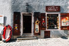 Boutique de souvenirs, magasin de jouet en bois dans Cesky Krumlov, tchèque photo stock