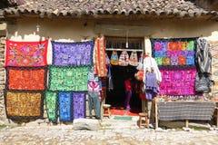 Boutique de textile, Ollantaytambo images stock