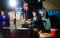 Boutique de trottoir de gâteau de l'Asie, caramel de crème Photos stock