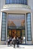 Boutique del vuitton de Louis, París Fotografía de archivo libre de regalías