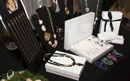 Boutique dos acessórios de forma das mulheres fotografia de stock royalty free