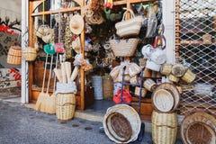 Boutique grecque avec les souvenirs faits main pour des touristes Image libre de droits