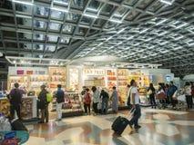 Boutique hors taxe à l'aéroport de Suvanaphumi Photos stock