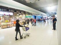Boutique hors taxe à l'aéroport de Suvanaphumi Photographie stock