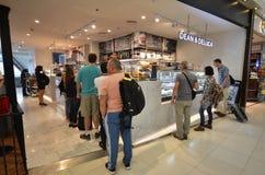 Boutique hors taxe à l'aéroport de Suvarnabhumi, Bangkok Photos libres de droits