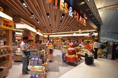 Boutique hors taxe à l'aéroport de Suvarnabhumi, Bangkok Photos stock
