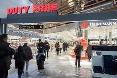 Boutique hors taxe à l'aéroport international d'Oslo Gardermoen Photos stock